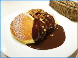 ホットチョコレートパンケーキ自家製グラノーラがけ